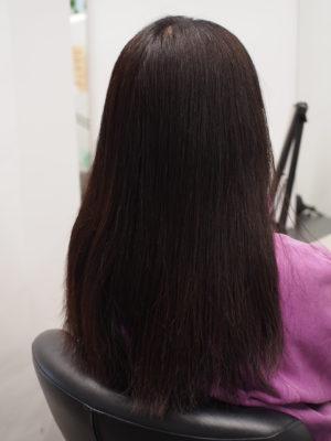 乾燥した髪の毛の女性