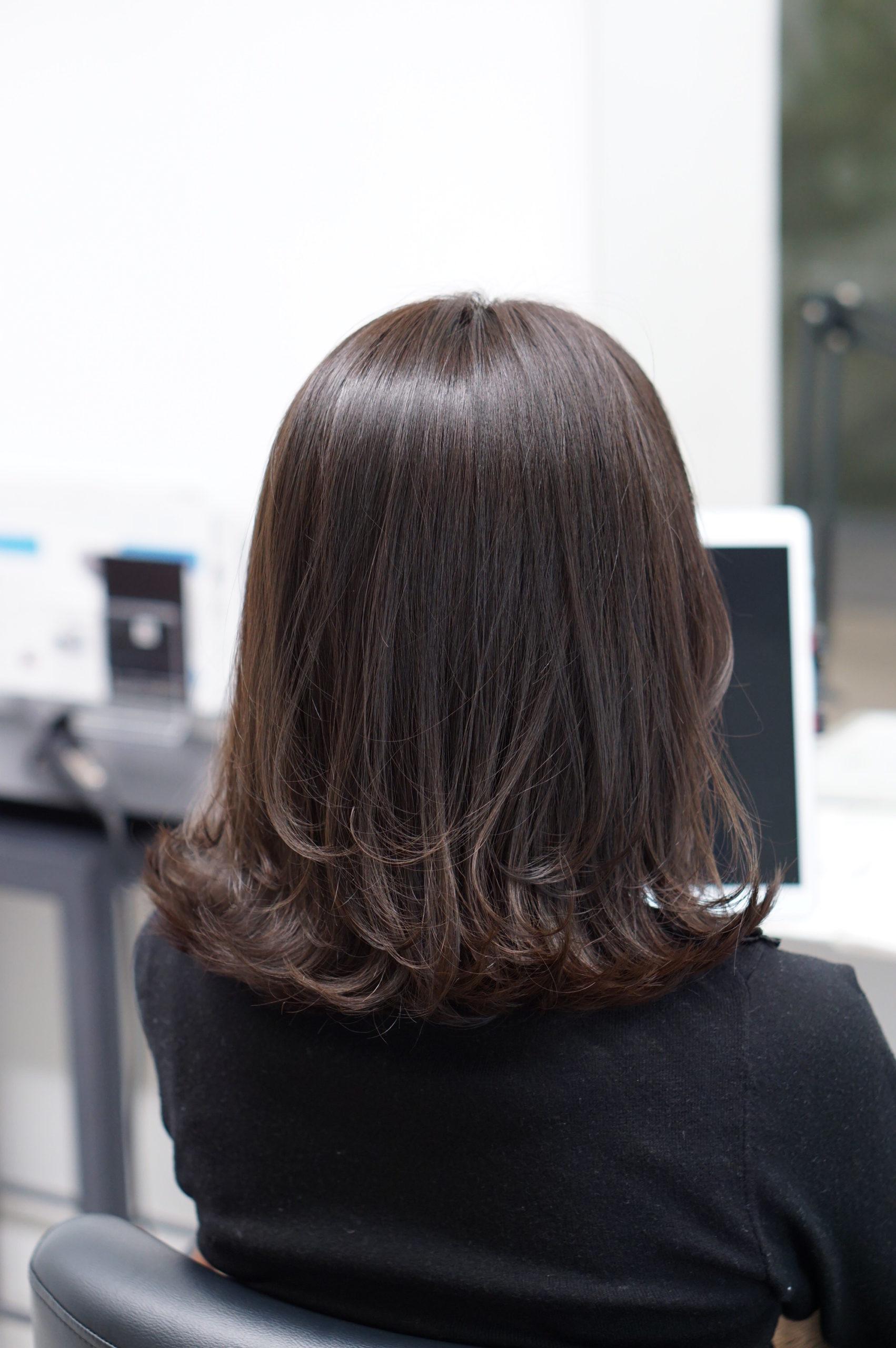 外ハネボブのキレイな髪の女性