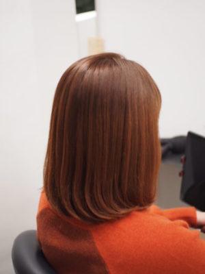 縮毛矯正をかけた女性