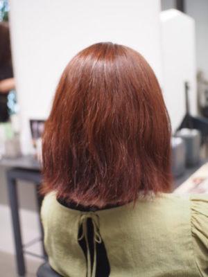 クセ毛が出ている女性
