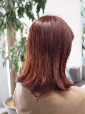 髪の毛が乾燥している女性